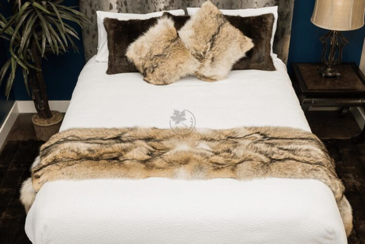 Coyote Bed Runner - With Tail